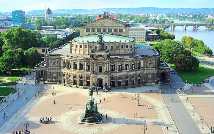 Das Semper Opernhaus in Dresden, Deutschland © joyfull / shutterstock.com