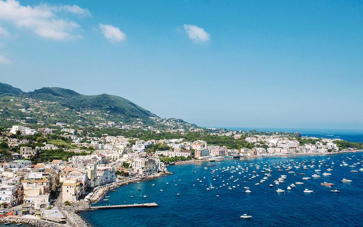 Blick auf die Küste der Insel Ischia, Italien © Natalia Barsukova / shutterstock.com