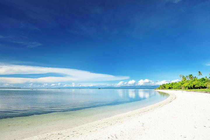 Traumhafter Strand einer unbewohnten Insel der Phillipinen © haveseen / shutterstock.com