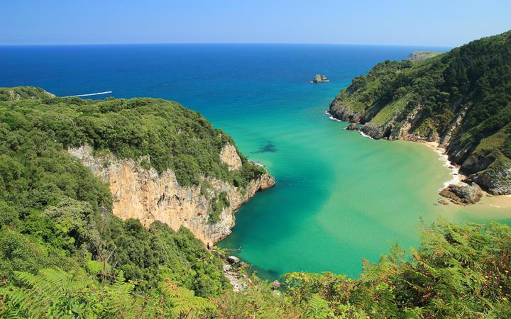 Eine Bucht vom Aussichtspunkt Tina Minor aus gesehen, im Tal San Vicente © LFRabanedo / Shutterstock.com