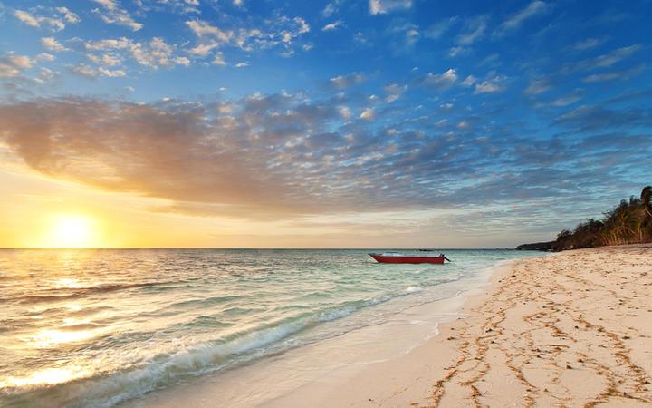 Sonnenuntergang auf der Insel Nanuya, Fidschi © Pawel Papis / shutterstock.com