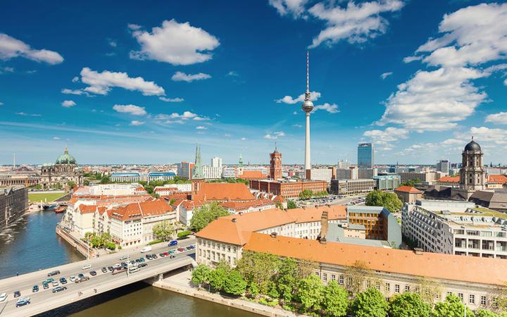Blick über die Stadt Berlin © BerlinPictures / Shutterstock.com