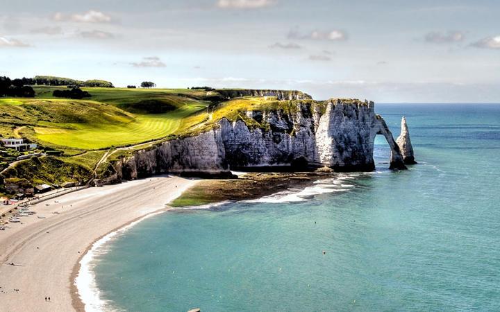 Die brühmten Kliffs von Etretat © Chantal de Bruijne / shutterstock.com