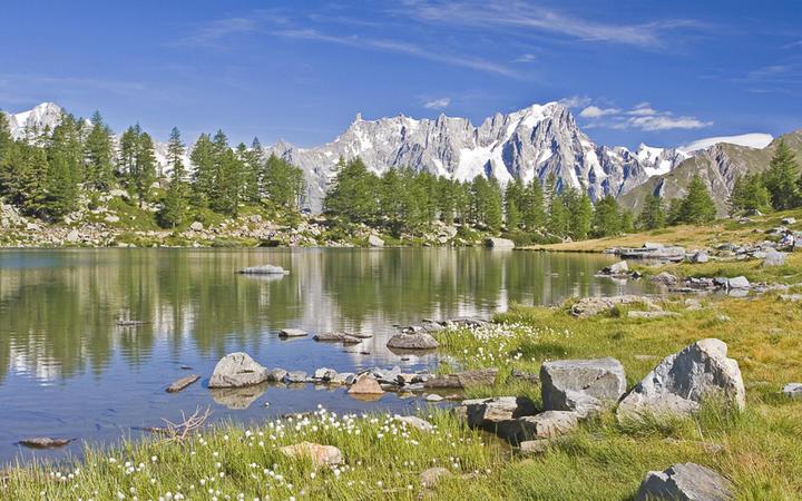 Bergsee Lac d'Arpy im Aostatal © Eder / Shutterstock.com