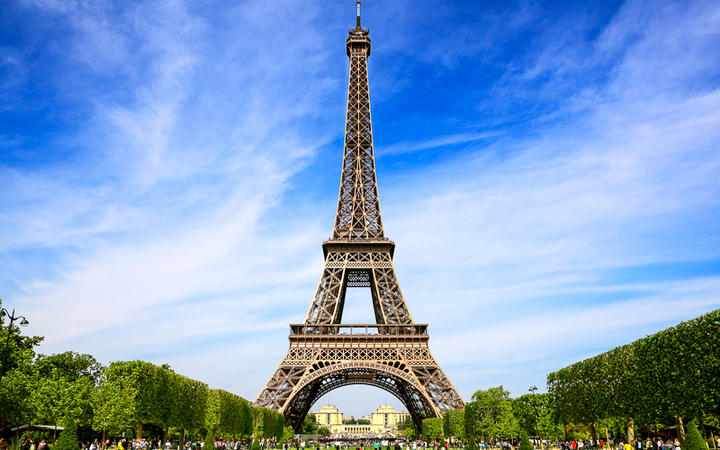 Der Eiffel Turm - das Wahrzeichen von Paris © WDG Photo / Shutterstock.com