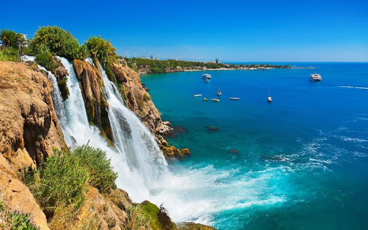 Der untere Düden Wasserfall, auch Lara Wasserfall genannt © Tatiana Popova / Shutterstock.com