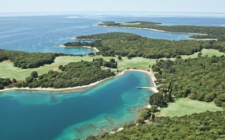 Nationalpark Brijuni mit seinen kleinen Inseln im Norden Kroatiens © Igor Karasi / shutterstock.com