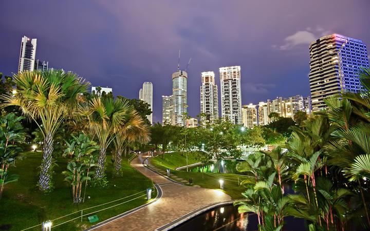 Die Lake Gardens in Kuala Lumpur bei Nacht © elwynn / Shutterstock.com