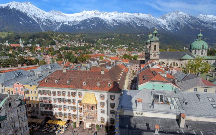 Blick auf das Goldene Dachl in Innsbruck © Mihai-Bogdan Lazar / shutterstock.com