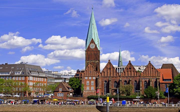 Die historische Uferpromenade Schlachte an der Weser © wiwsphotos / Shutterstock.com