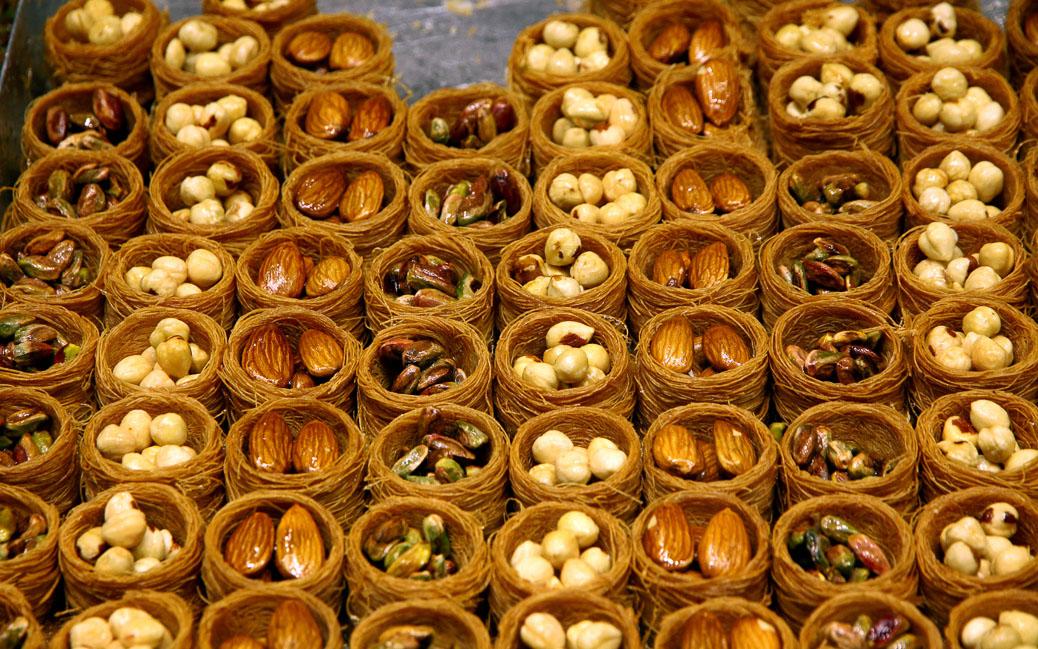 Türkische Nüsse, Mandeln und Pistazien © katatonia82 / Shutterstock.com