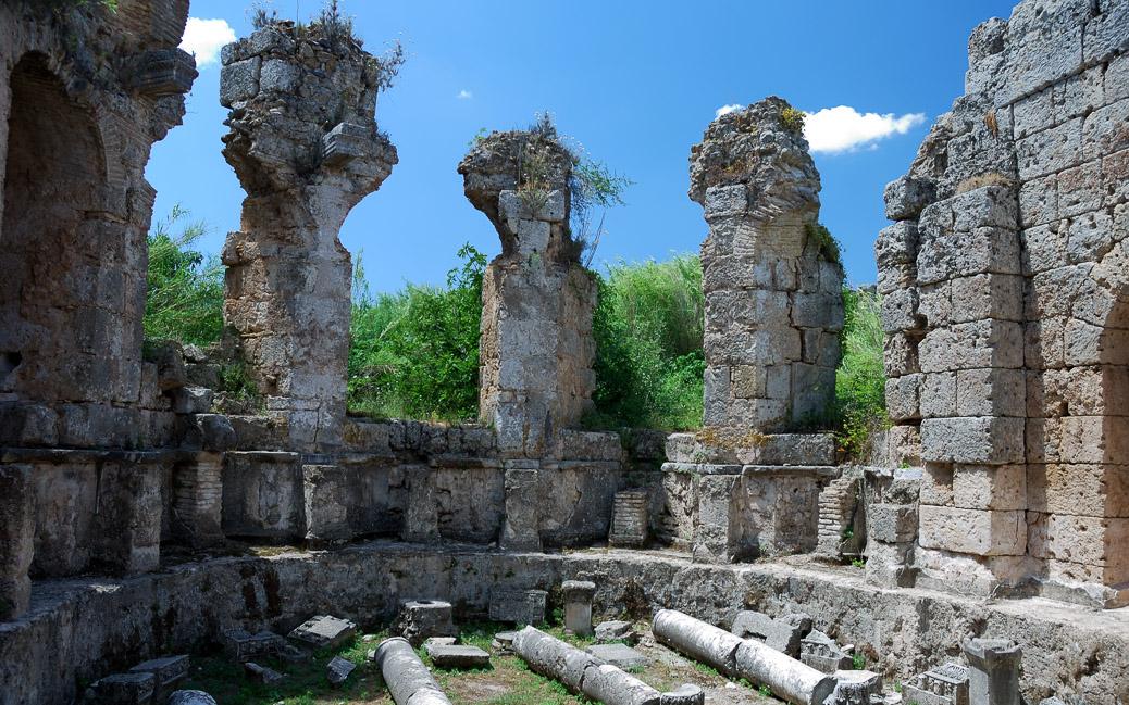 Griechische und römische Ruinen in Perge © Pavol Kmeto / shutterstock.com